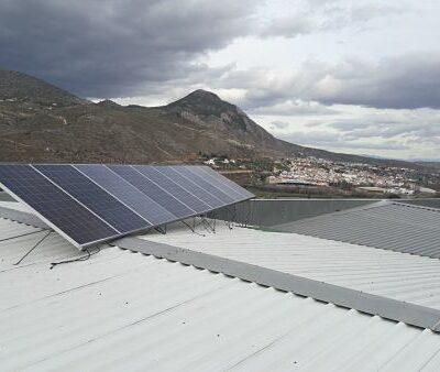 placa fotovoltaica de autoconsumo conectada a red en Granada