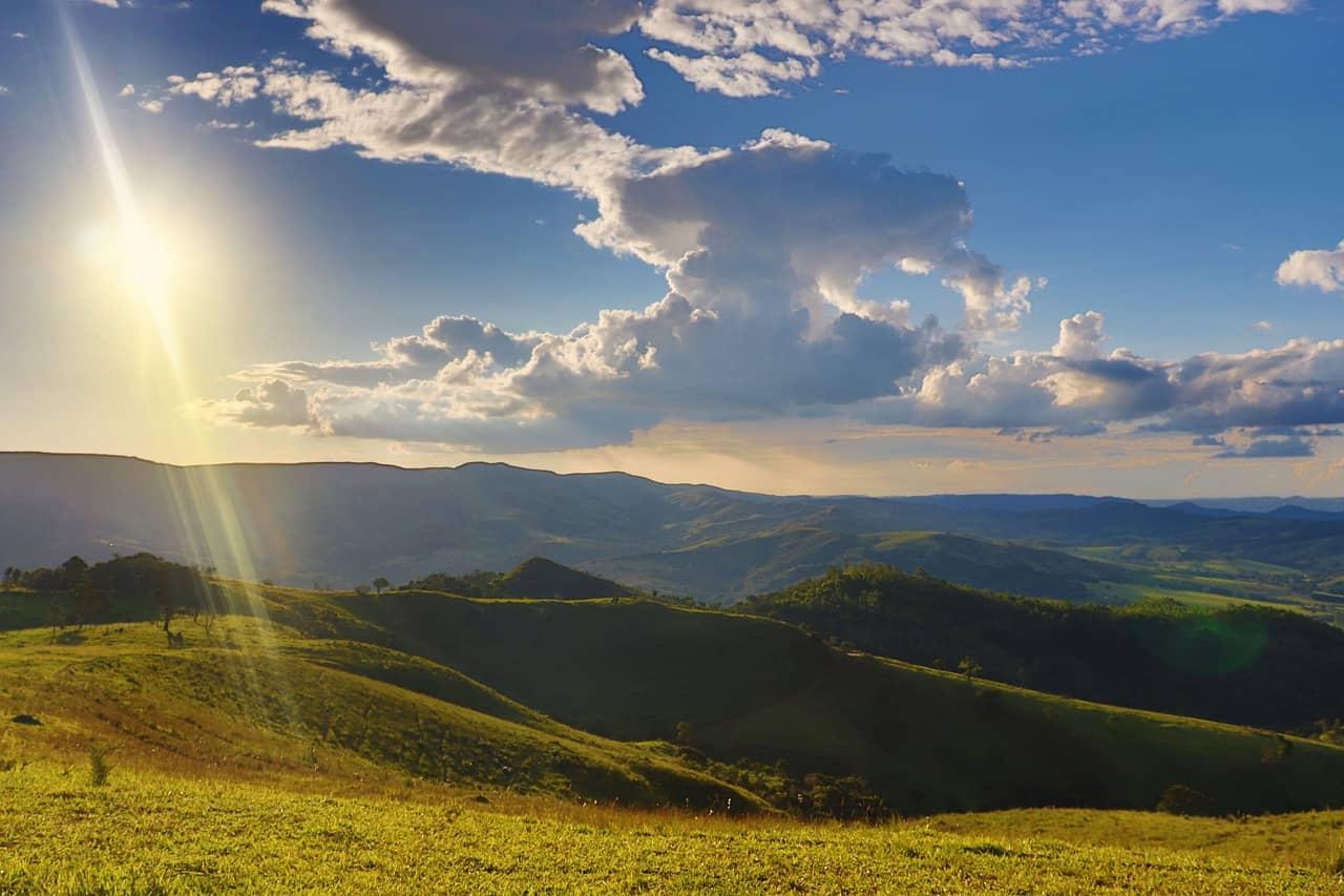 imagen del sol y un paisaje